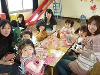 幼稚園でお弁当食べようのサムネール画像