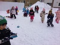 雪遊びのサムネール画像